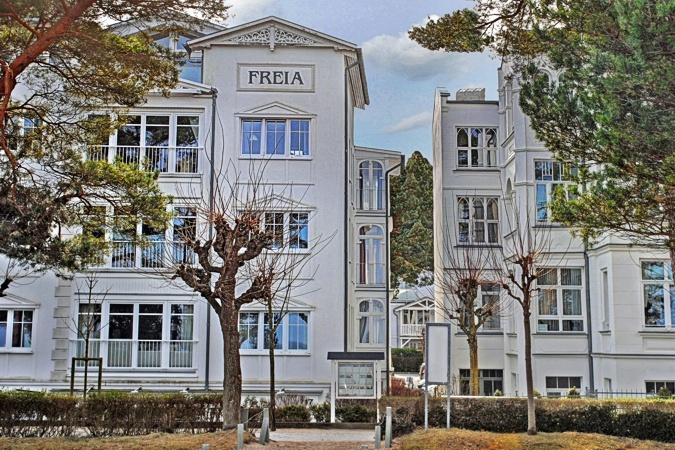 villa freia an der strandpromenade im ostseebad binz auf r gen. Black Bedroom Furniture Sets. Home Design Ideas